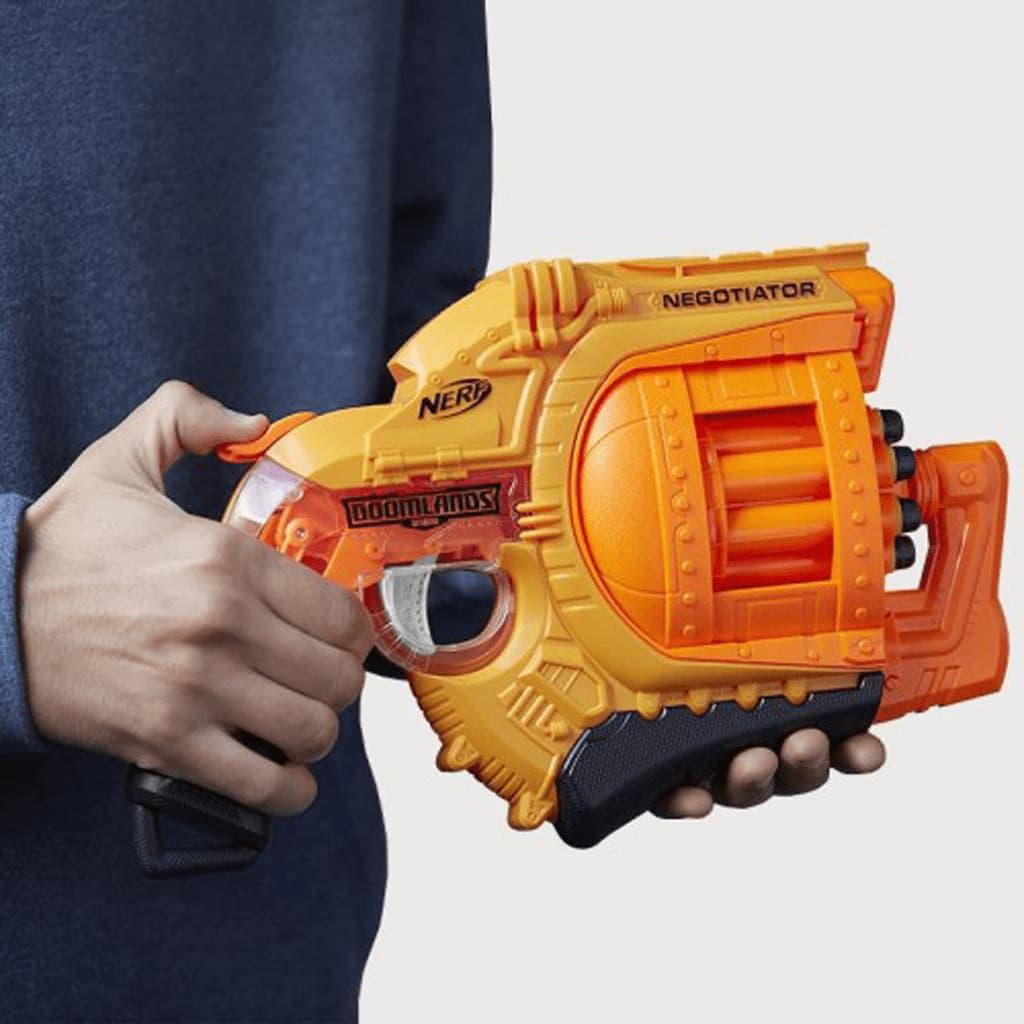 Nerf -Grained Doom Lands Negotiator Blaster mit 8 Elite Darts