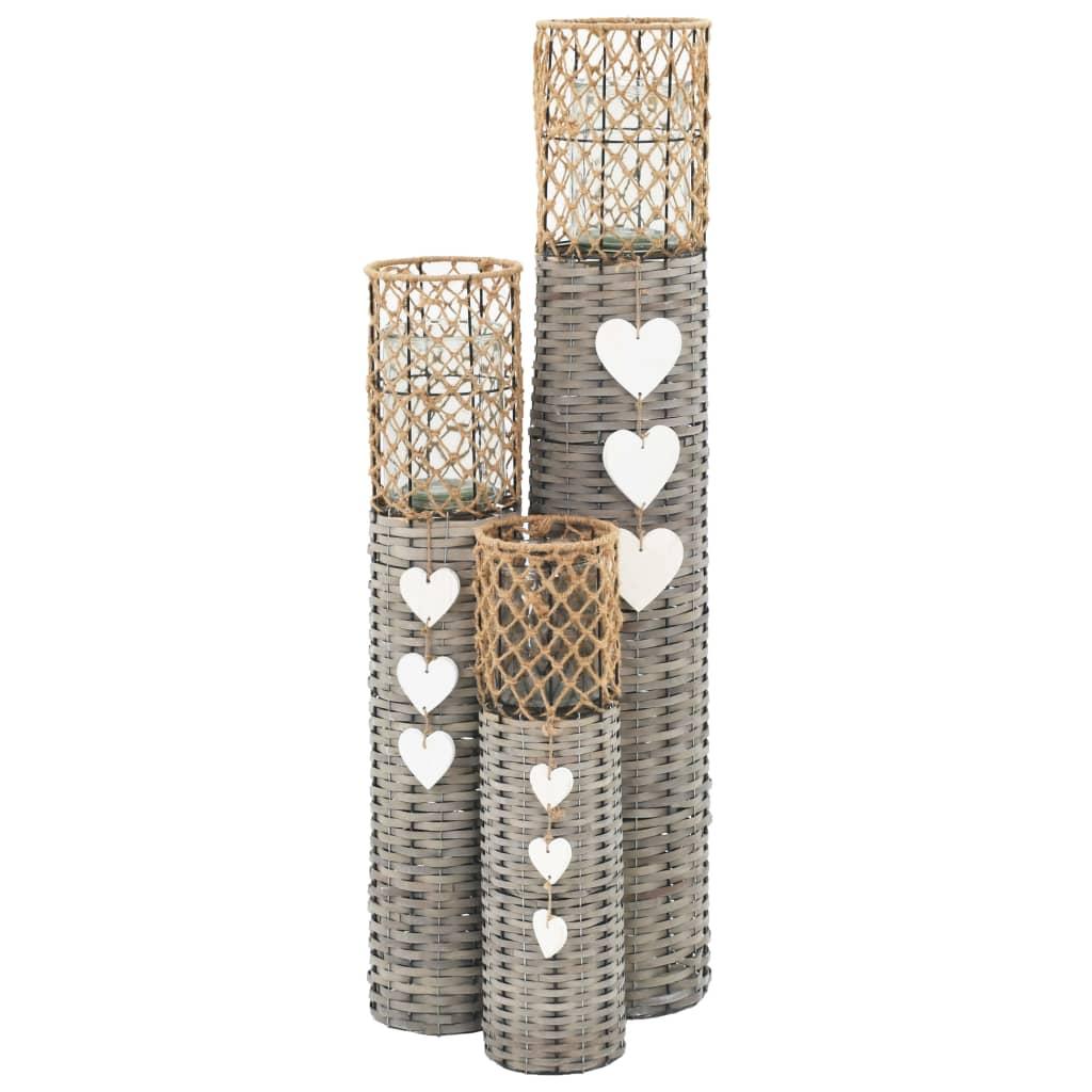 Nasz zestaw stojących lampionów wygląda bardzo romantycznie, dzięki czemu będzie fantastycznym dodatkiem do Twojego ogrodu, patio, tarasu itd. Świetnie sprawdzi się podczas różnego rodzaju imprez, takich jak wesela, bankiety, przyjęcia itp.