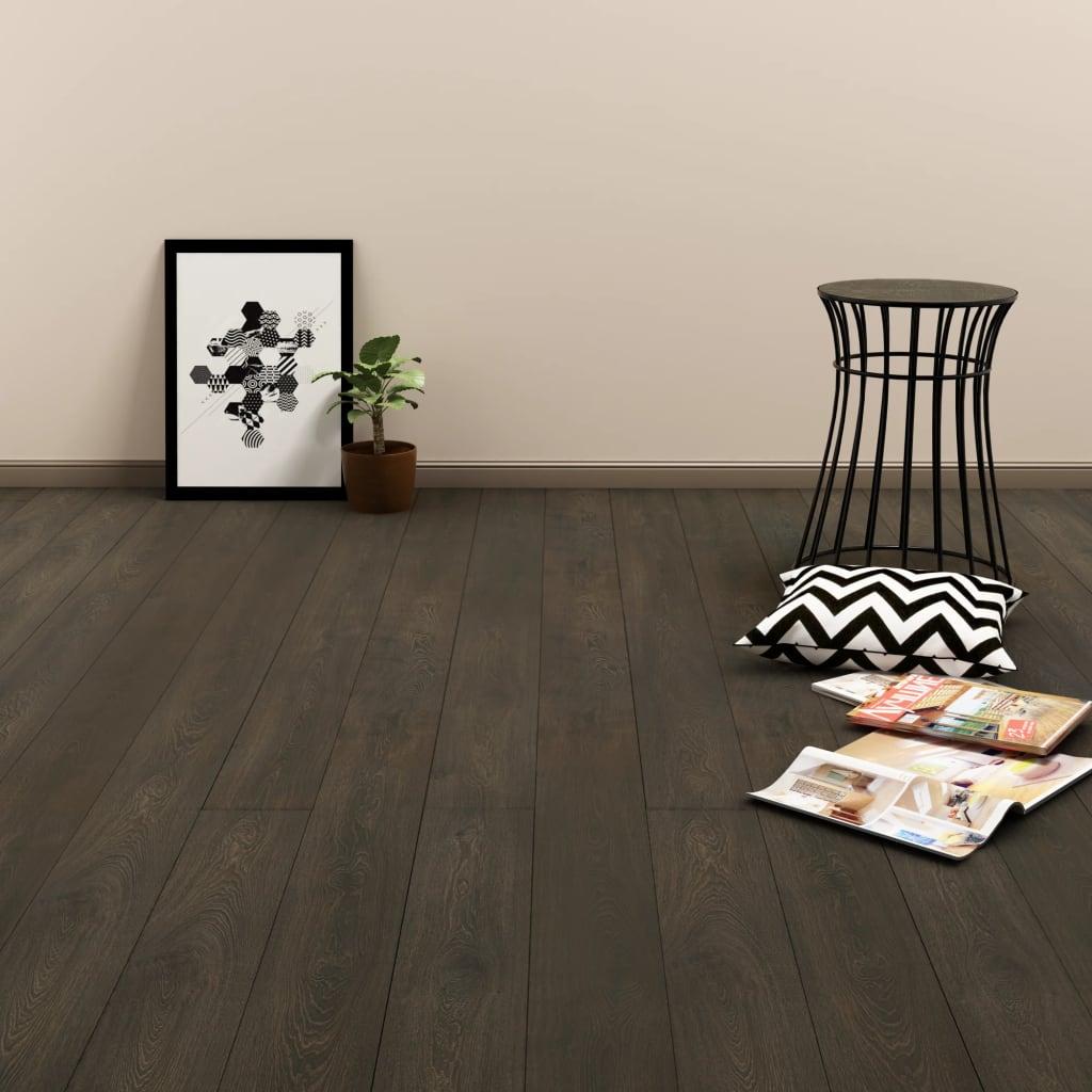 vidaXL Samolepící podlahová prkna 4,46 m² 3 mm PVC tmavě hnědá