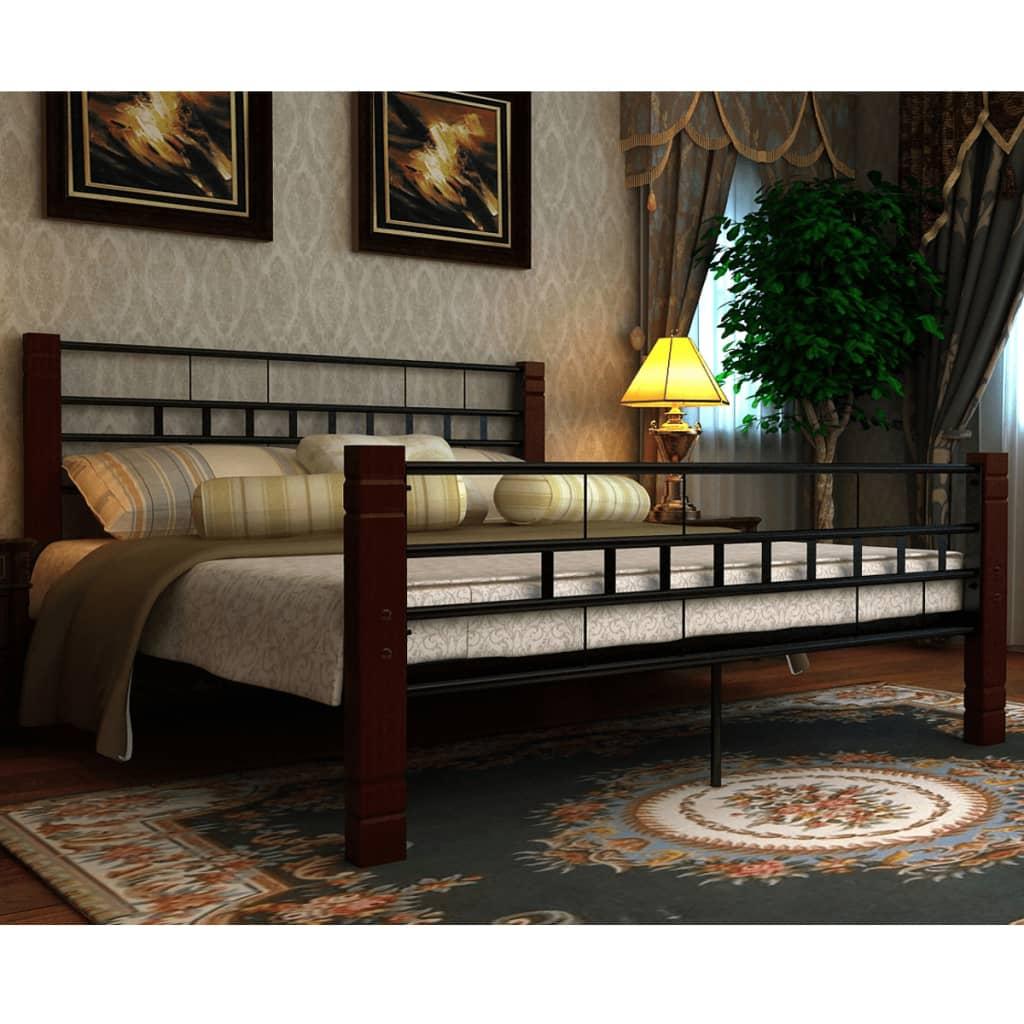 vidaXL Kovová postel s dřevěnými nohami 140x200 cm