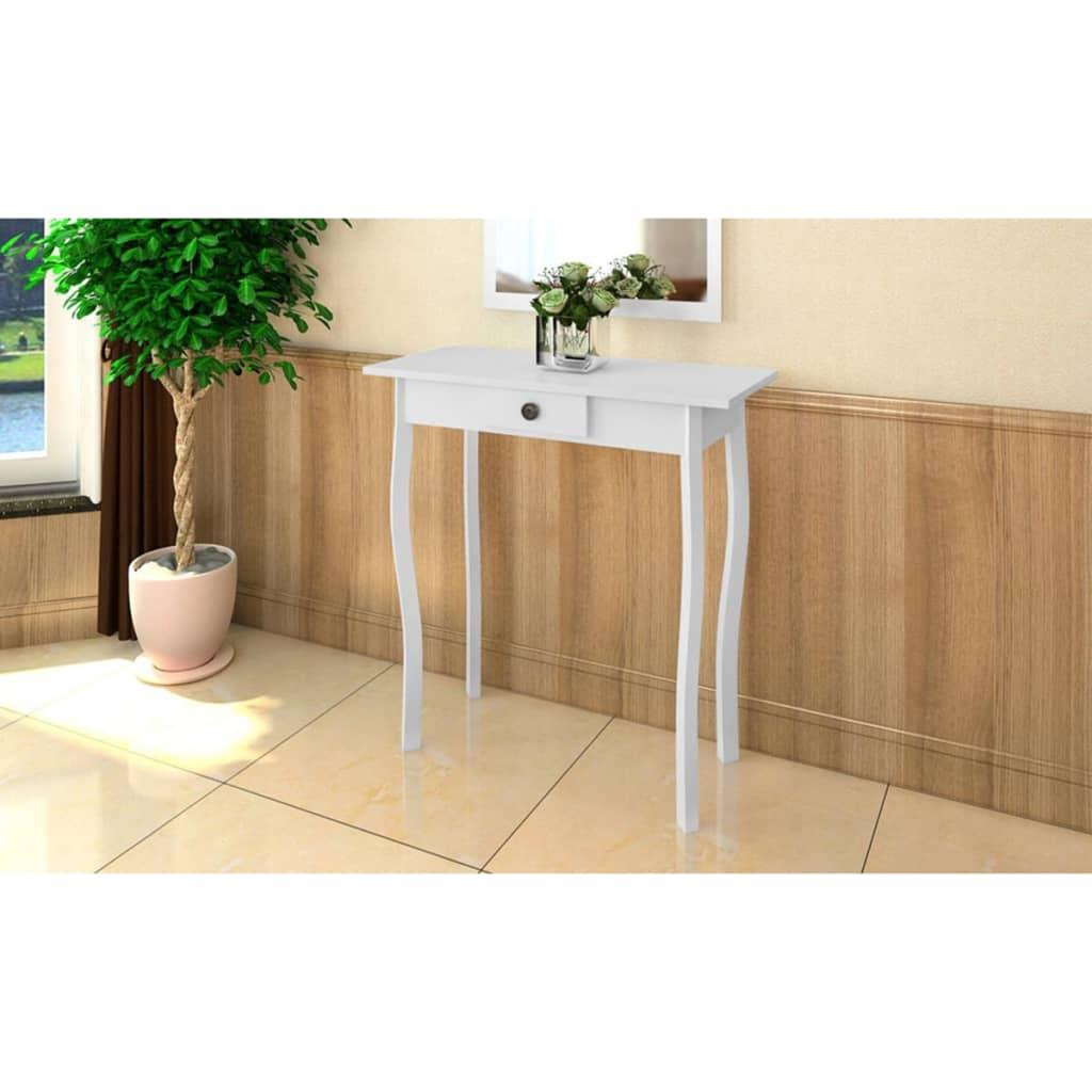 Bílý stolek ve venkovském stylu