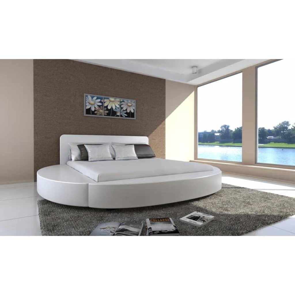Bílá kulatá postel 180 cm