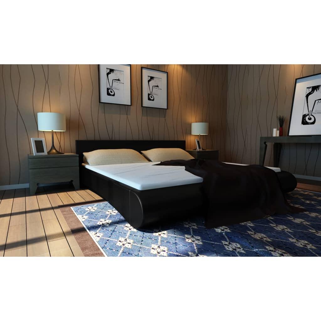 Černá postel z umělé kůže na platformě 140 x 200 cm s matrací