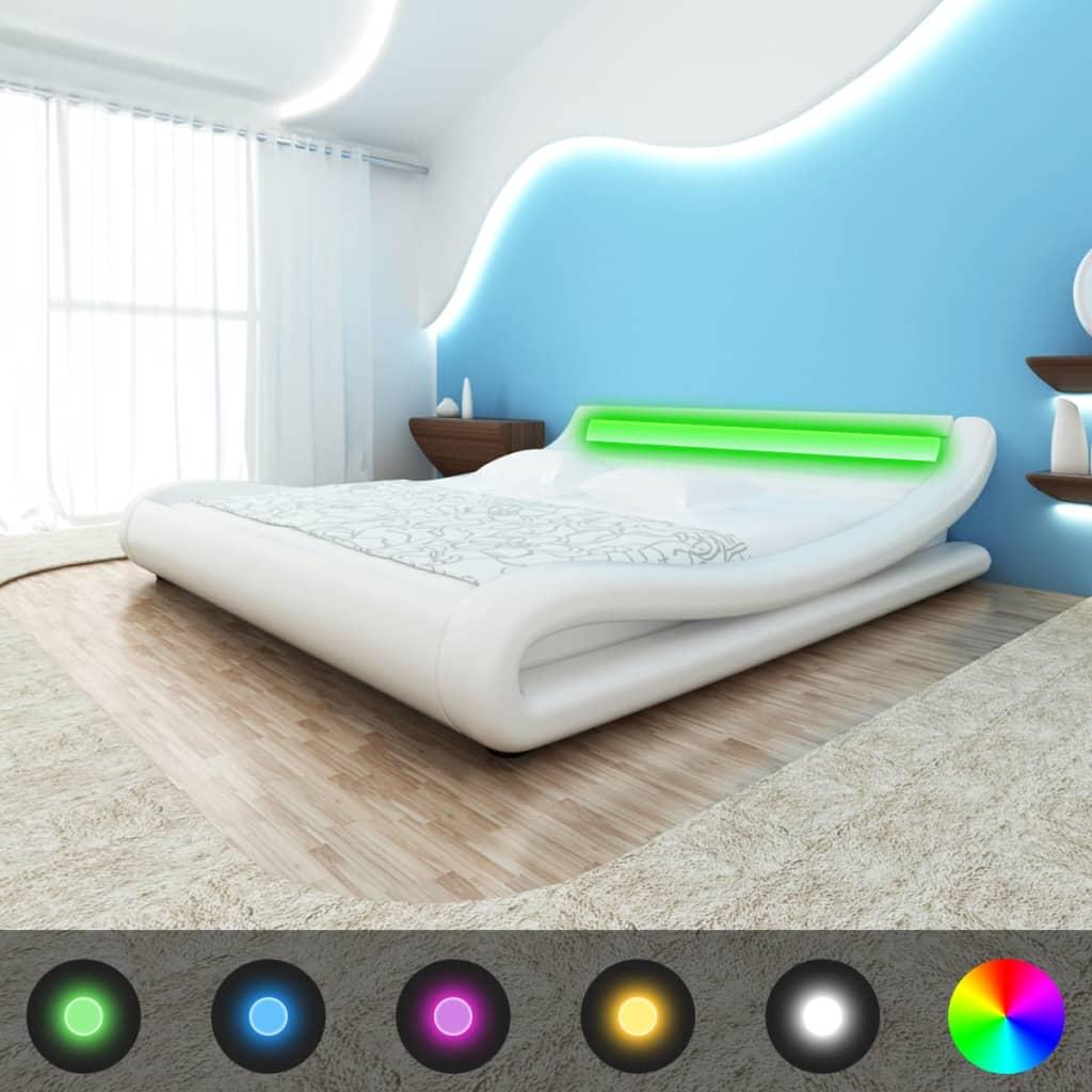Bílá zahnutá postel, koženka, LED, 180x200 cm + matrace paměťová pěna