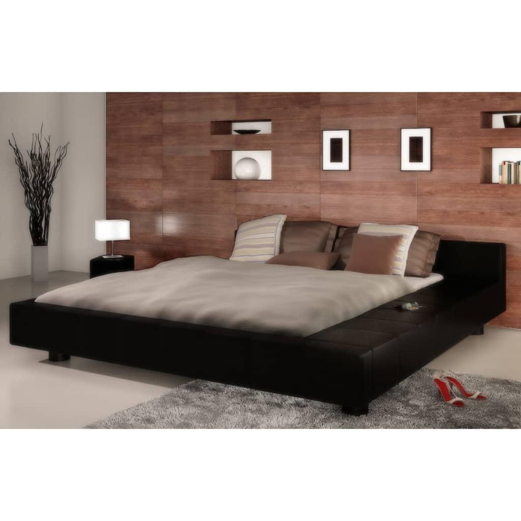 Černá  postel z umělé kůže 180 x 200 cm s matrací