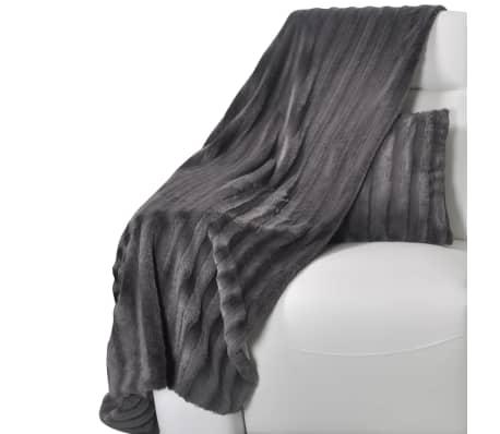 kuscheldecke aus kunstfell mit zwei kissen grau zum schn ppchenpreis. Black Bedroom Furniture Sets. Home Design Ideas