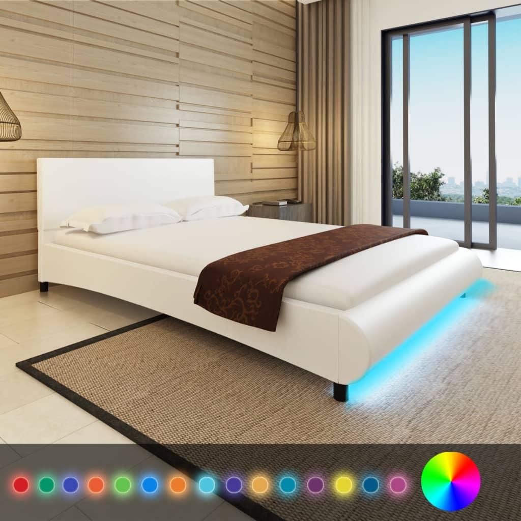 Bílá postel koženka 140x200 LED +matrace paměťová pěna+svrchní matrace