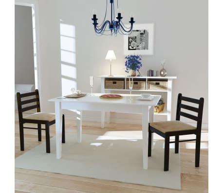 Dos sillas cuadradas de comedor de madera marr n for Sillas comedor marron