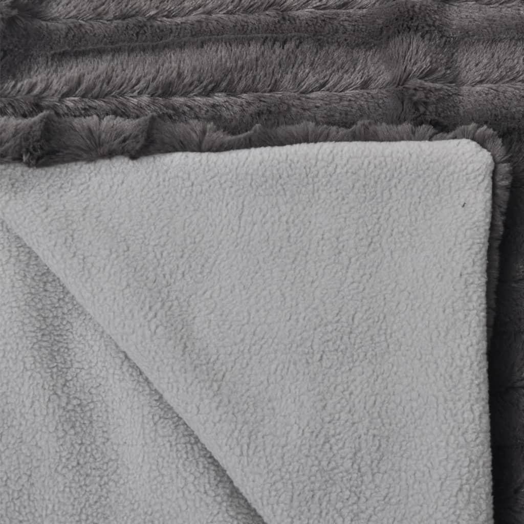 der kuscheldecke aus kunstfell mit zwei kissen grau online shop. Black Bedroom Furniture Sets. Home Design Ideas