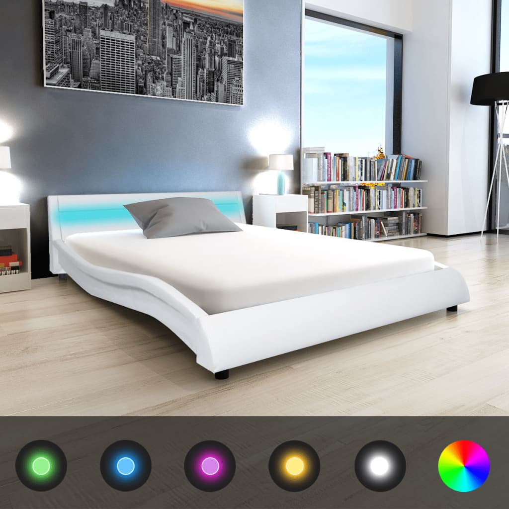 vidaXL 140x200 cm LED lámpás műbőr ágy matraccal fehér