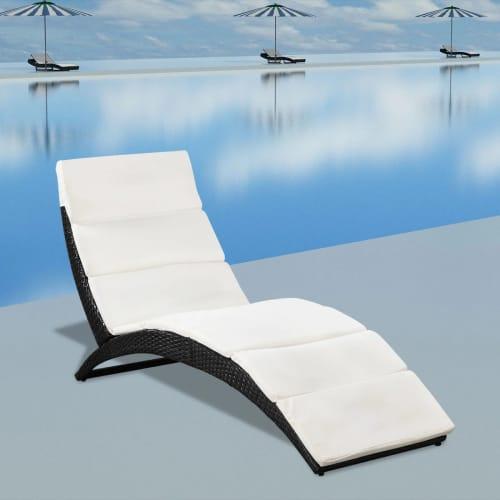 Chaise longue de jardin pliable avec coussin en poly rotin for Lit bain de soleil pliable